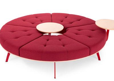 canapé rond rouge moderne avec tablettes bois centrale et modulable etrepositionnable