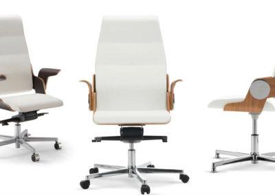 fauteuil de bureau avec accourdoirs bois et roulettes moderne et ergonomique assise et dossier blanc pied acier