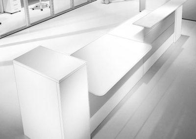 banque d'accueil style épurée moderne blanche