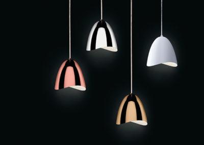 suspensions luminaires colorées et épurées sur fond noir