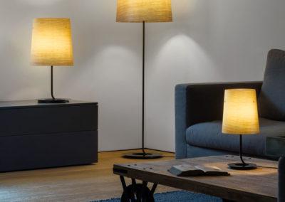 luminaires sur pied dans salon contemporain et style épuré